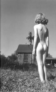 A naked lady outside, yesterday